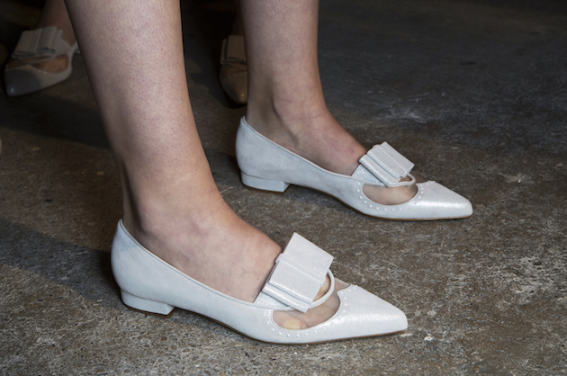 scarpe bianche a punta
