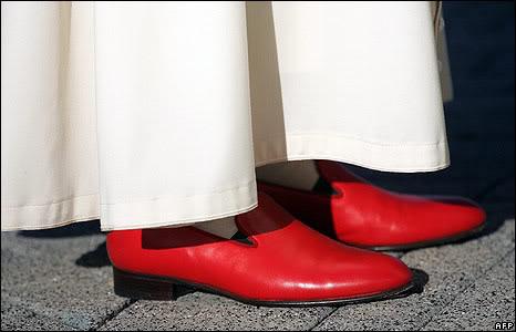 Papa-con-scarpe-rosse