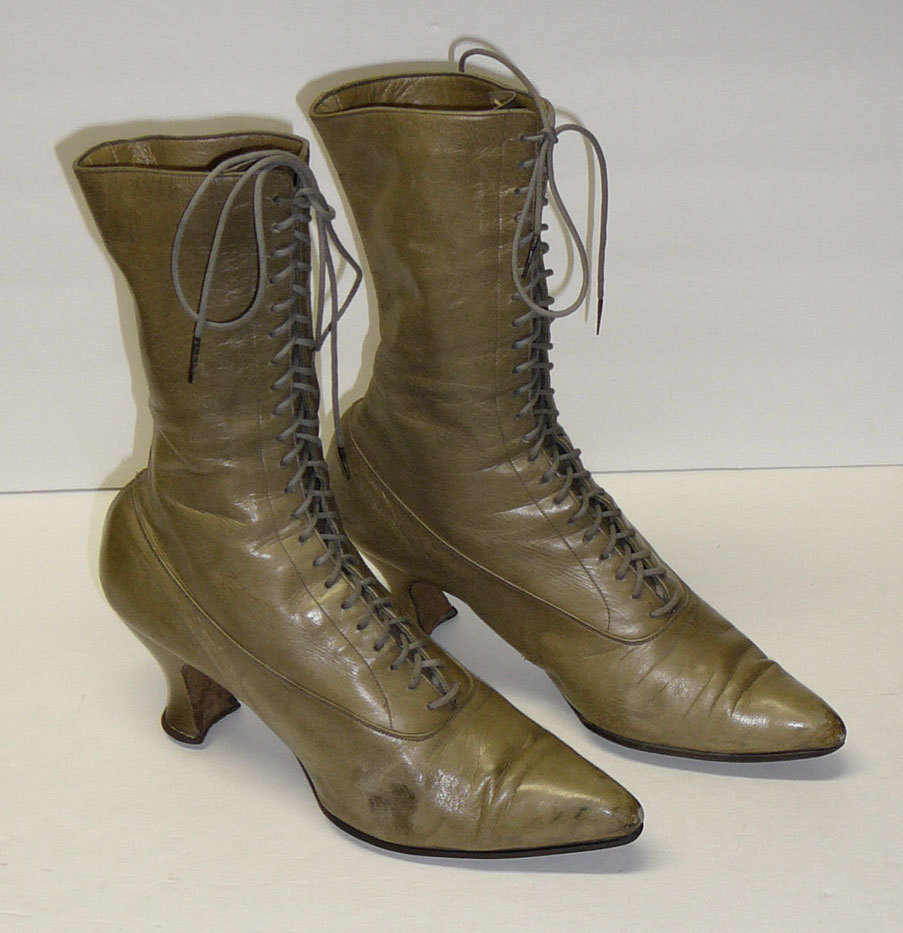 moda 1915 le scarpe che si portavano 100 anni fa scarpe alte scarpe basse. Black Bedroom Furniture Sets. Home Design Ideas