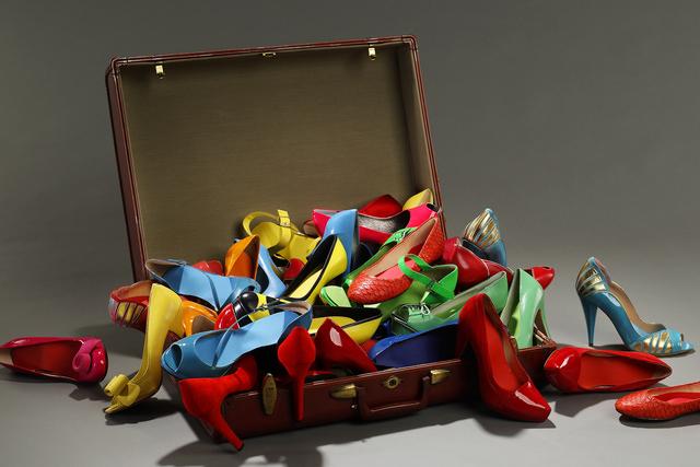 sistemare le scarpe in valigia