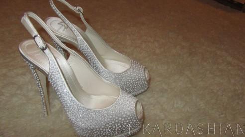 Kim-Kardashian-Wedding-Shoes-Giuseppe-Zanotti-Heels-082811-11-492x276