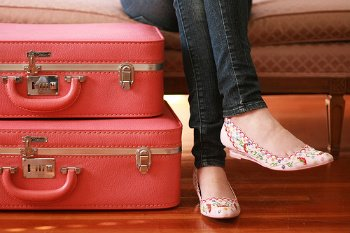 pink-girl-legs-suitcase-shoes-ballet-flats-travel-woman