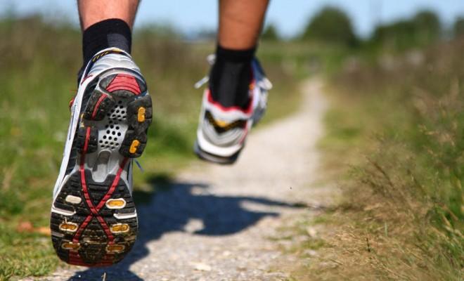 Come allacciarsi le scarpe da corsa in modo da evitare le vesciche - Scarpe  Alte - Scarpe basse 2453885cd87