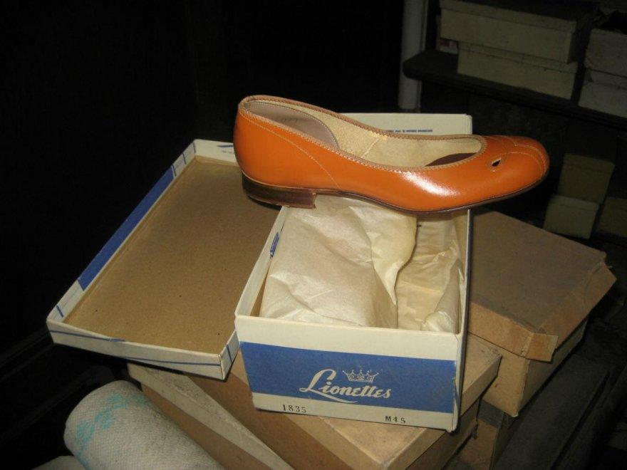 scarpe abbandonate da donna