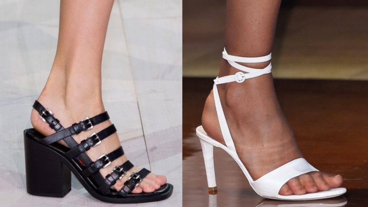 uk availability ca8c5 dfdae Donne, sandali neri o bianchi. I colori facili della moda ...