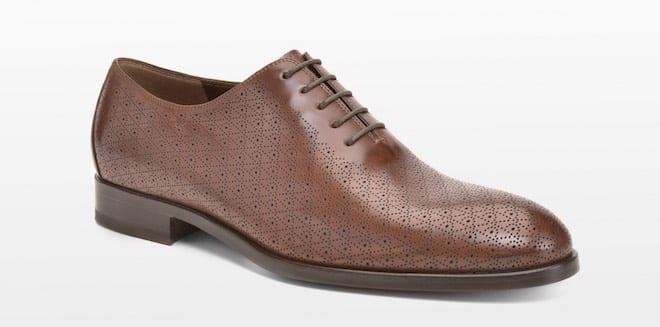 Abbiamo scarpe di tutti i tipi e per tutte le stagioni, perché ogni uomo deve trovare il prodotto che meglio si adatta ai suoi piedi. Le scarpe sono realizzate con materiali di alta qualità e seguono le tendenze attuali del mercato.