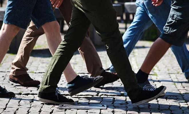 Risultati immagini per camminare in città