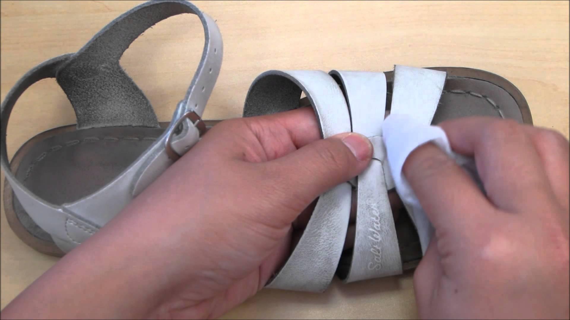 Pulire sandali