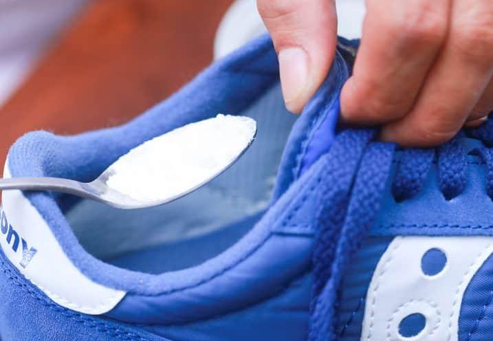 ragnatela talento Sabato  Perché le scarpe da ginnastica puzzano? E come evitarlo? - Scarpe Alte -  Scarpe basse