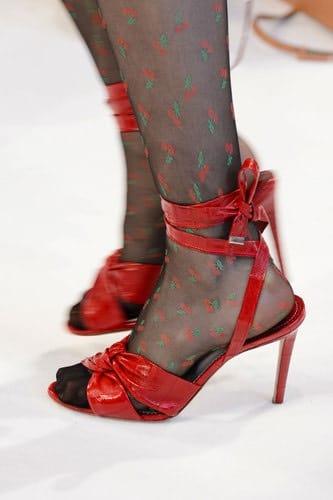 altuzarra-sandali-e-calze-estive