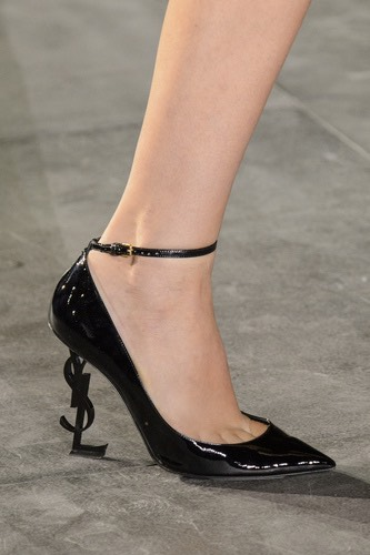 saint-laurent-scarpe-tacco-ferro-in-vernice