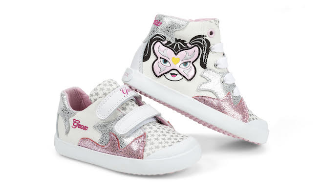 Lo stile si ispira alle scarpe per adulti 34409ebb9b0