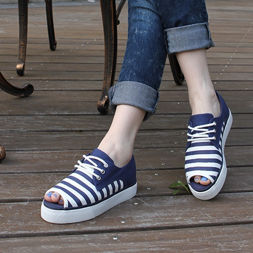 Sneaker stringate open toe