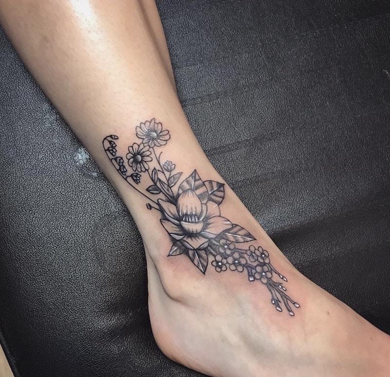 tatuaggio fiore 2018 donna