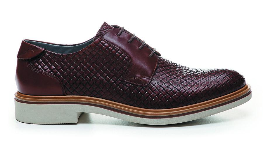 8429fdf941ee5 Un ottimo compromesso tra la scarpa tradizionale elegante e la scarpa  comoda da indossare tutto il giorno nelle giornate primaverili estive.