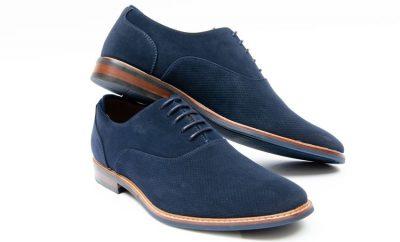 come pulire le scarpe di camoscio blu